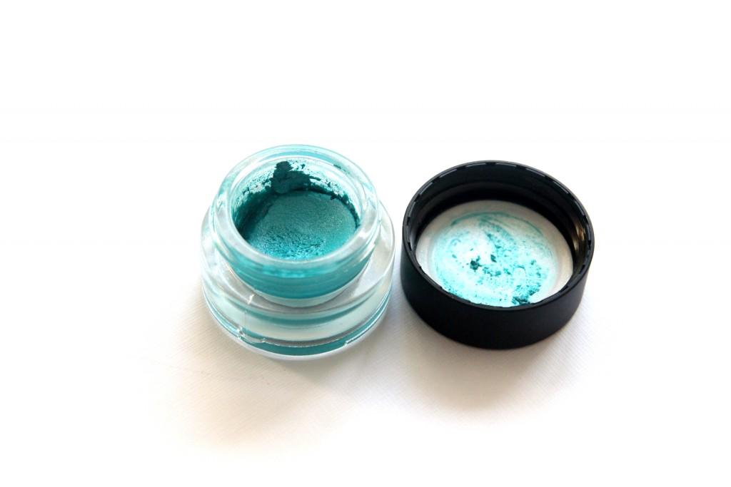 Kiko cream eyeshadow Pearly Turquoise