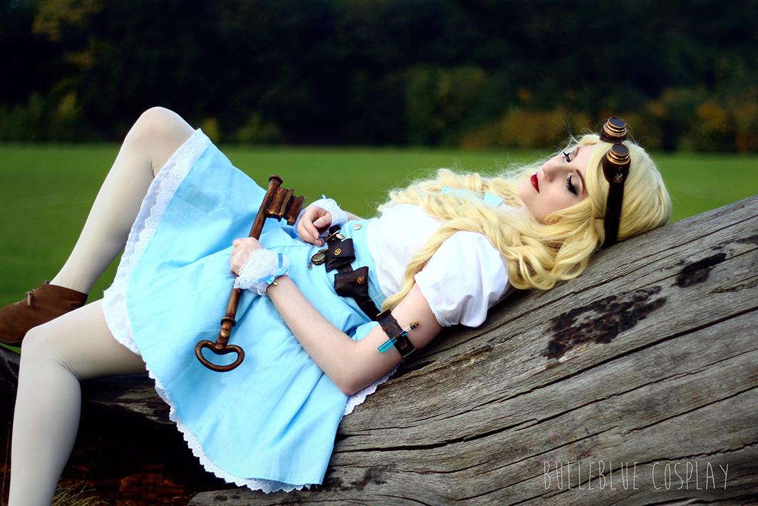 Steampunk Alice in Wonderland Disney cosplay